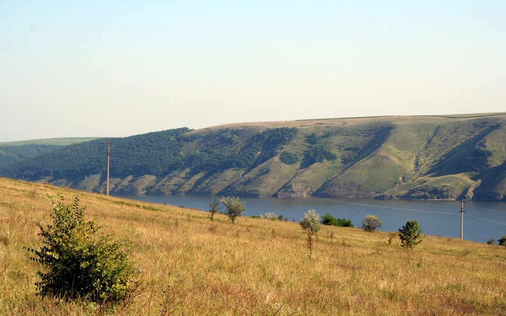 Топ-10 малоизвестных мест в Украине, куда стоит поехать отдохнуть.