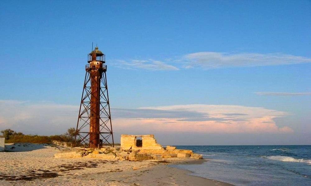 маяк на острове Джарылгач